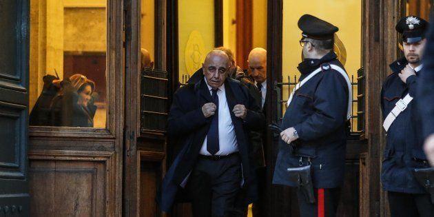 La cravatta scura di Galliani, la suoneria di Ghedini e la carica dei veterani: i neoeletti di FI si...