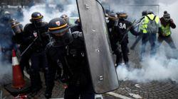 Gilet gialli sugli Champs-Elysées, scontri e lacrimogeni (di D.