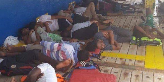 Un'altra nave con 40 migranti vaga nel Mediterraneo. La Tunisia non dà l'ok perché non vuole essere