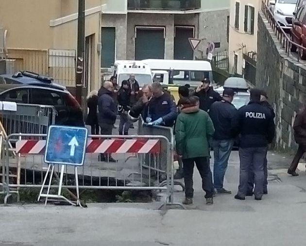 Il cadavere dell'uomo è stato trovato in una voragine profonda 3 metri in via Berno, sulle alture di...