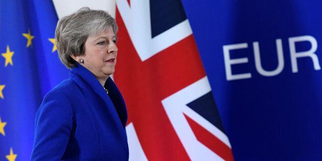 L'accordo sulla Brexit non aiuta Theresa May, ora gli scogli da superare sono a