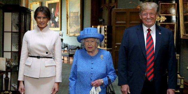 La Regina Elisabetta ha inviato un messaggio in codice a Trump con le sue spille? Assolutamente