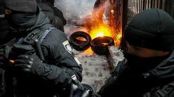 Dopo il sequestro delle navi ucraine riapre lo stretto di Kerch, proteste degli estremisti di destra contro