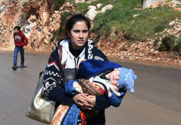 Siria: tragico esodo a Ghouta, decine di migliaia in fuga dalle