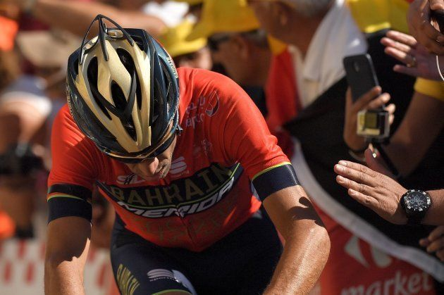 Nibali colpito da tifoso o da moto della polizia? Rottura della vertebra e Tour de France