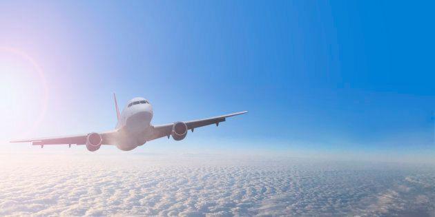Il pilota si addormenta in cabina: l'aereo supera di 46 km la