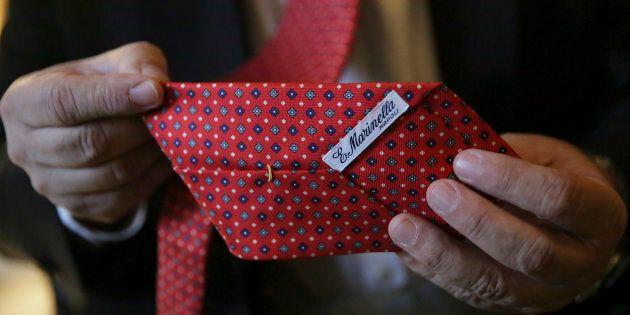 Le cravatte di Maurizio Marinella, dalla soddisfazione di 007 al sogno del Papa.