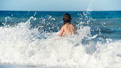 12enne salva un bagnante col surf: