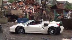 Non paga l'assicurazione in tempo, gli riducono la Ferrari in