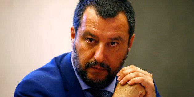Migranti, contropiano di Salvini: entro l'estate via la protezione umanitaria, Cie uno per