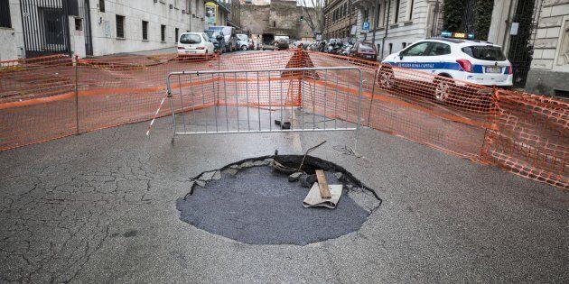 Roma, Virginia Raggi stanzia 17 milioni di euro per chiudere 50mila