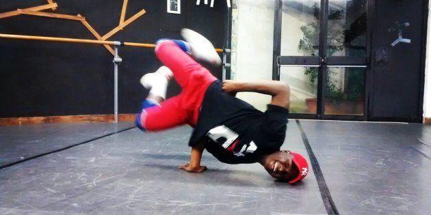 Moussà Kouyaté, in fuga dalla Costa D'Avorio, diventa ballerino in Italia: