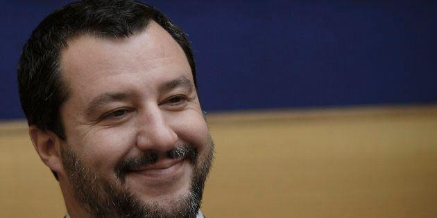 L'Italia rifiuta i 6mila euro offerti dall'Ue per ogni migrante accolto. Salvini: