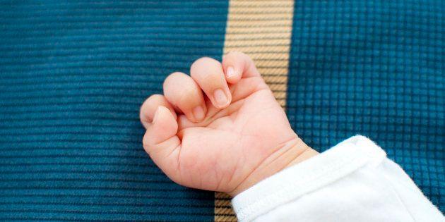 Uccide il figlio di 3 mesi lanciandolo a terra: arrestata 26enne a