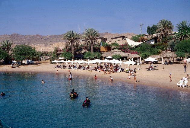 (GERMANY OUT) Urlauber und Taucher am Sandstrand am'Dolphin - Reef' in der N�e von Eilat)- Juli 1997...