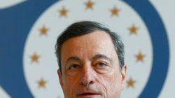 Inflazione e cambio dell'euro osservati speciali, Draghi tira dritto con gli stimoli