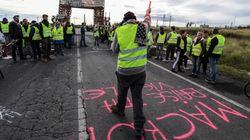 Il governo francese cede ai gilet gialli: sospeso l'aumento delle tasse sui