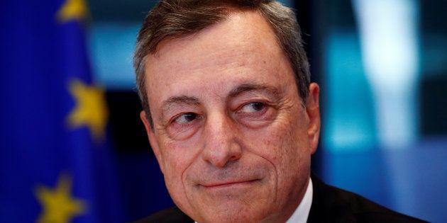 La Bce lascia i tassi invariati per un altro anno. E conferma la fine del bazooka a fine