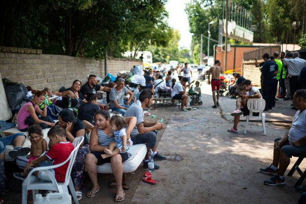 Sgomberato il Camping River, famiglie rom divise. Prova di forza del