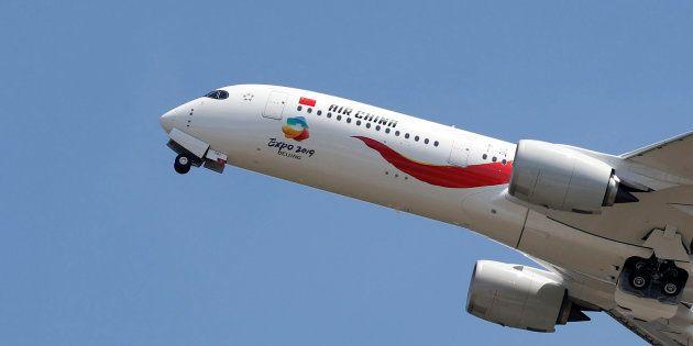Volo Parigi-Pechino torna indietro per allerta