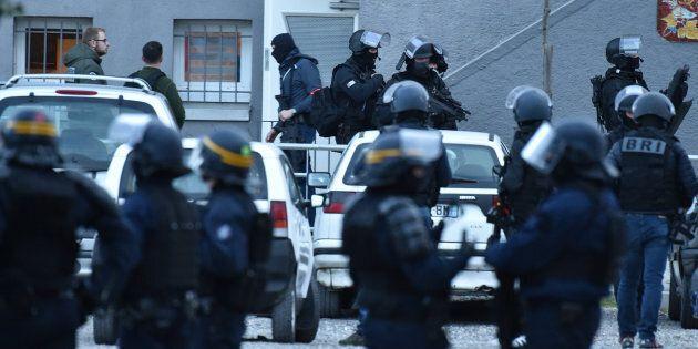 I servizi segreti francesi e il ministro dell'interno Gerard Collomb sotto accusa dopo gli attacchi terroristici...