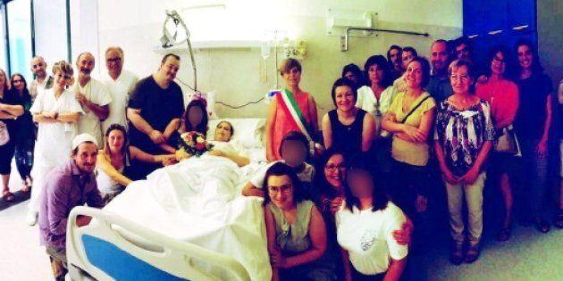 Si sposa in ospedale il giorno prima di morire: i medici realizzano il sogno di