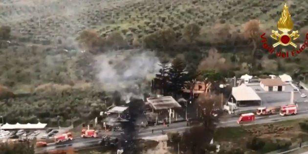 Il vigile del fuoco morto nell'esplosione del distributore a Rieti era diretto a Roma, si era fermato...