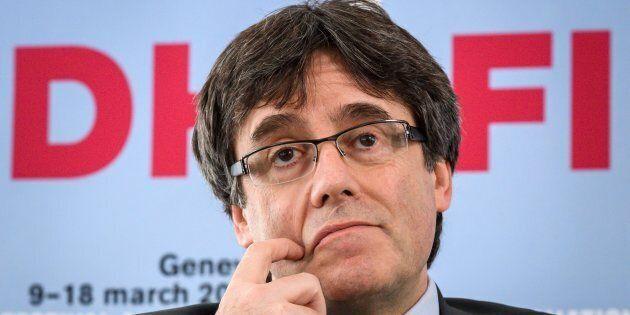 Carles Puigdemont fermato dalla polizia alla frontiera con la Germania. Rischia 25 anni per alto