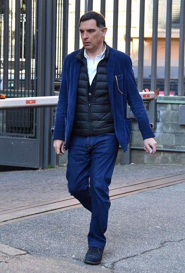 Tiberio Timperi arriva alla camera ardente di Fabrizio Frizzi nella sede Rai di viale Mazzini,