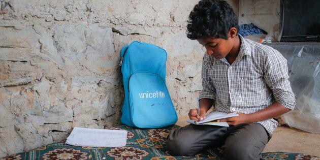 YEMEN. Il piccolo Ahemd, 12 anni, costretto a lasciare la sua casa a Taiz per spostarsi nella città di...