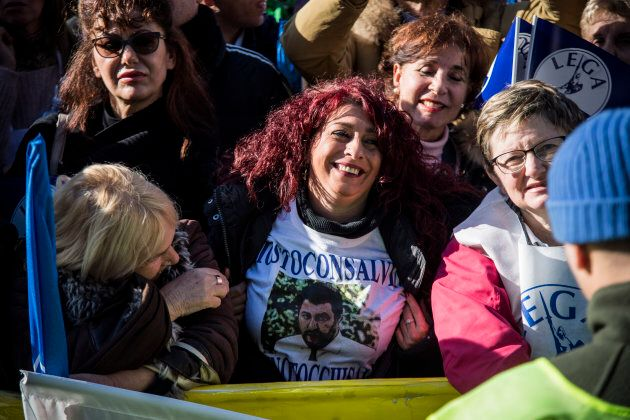 I leghisti del Sud osannano Salvini a Roma, tra legittima difesa e