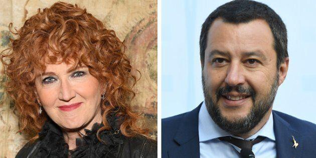 """Fiorella Mannoia attacca Salvini dopo gli episodi di violenza razzista. Lui: """"Canta che ti"""