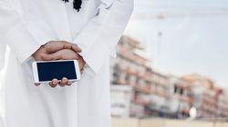 Squilla il cellulare, la suoneria è una preghiera musulmana. Migrante insultato a Torino: