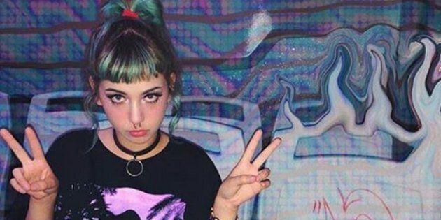 La figlia di Asia Argento vandalizza un bus e pubblica le foto su