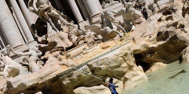 Fontana di Trevi, il Comune di Roma si vuole prendere le