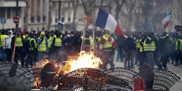 La Francia conta i danni della crisi dei gilet