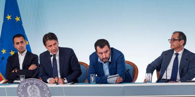 Manovra, Luigi Di Maio e Matteo Salvini non vogliono lo Tsipras moment. Conte con il cerino in mano,...
