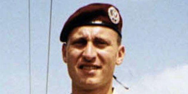 Svolta nelle indagini sul parà trovato morto in caserma a Pisa nel 1999: un