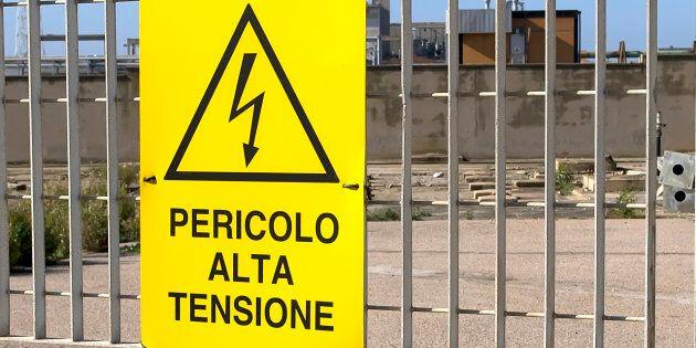 Tenta di salvare vicino da scarica elettrica: 2 morti folgorati nell'hinterland