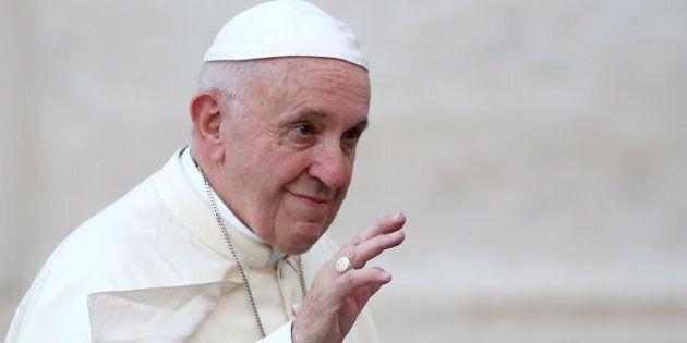 Papa Francesco cambia il Catechismo: