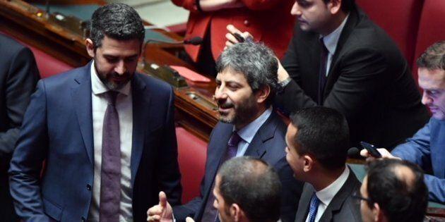 Riccardo Fraccaro (S), Roberto Fico (C) e Luigi Di Maio del M5S nell'Aula della Camera durante la quarta...