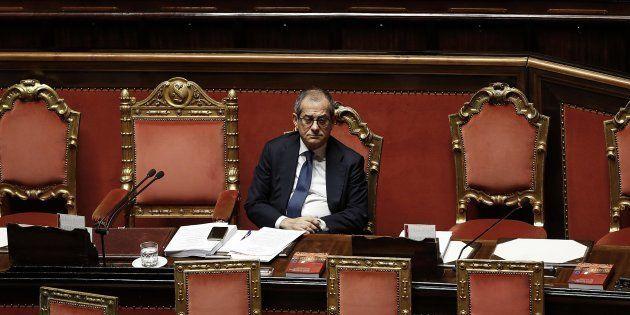 Manovra, il Senato ostaggio della trattativa tra Roma e Bruxelles. I nuovi saldi slittano all'esame
