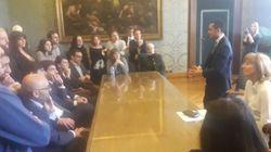 Di Maio, un po' capo politico un po' premier (pur non essendolo), incontra Raggi e i consiglieri: