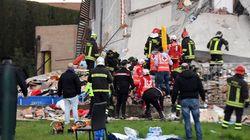 Crolla palazzina a Rescaldina, nell'hinterland di Milano. Tutte salve le persone