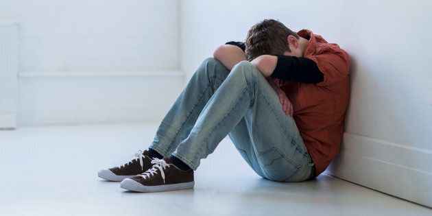 Pordenone, si dà fuoco per amore a 17 anni: lo salvano la mamma e l'ex