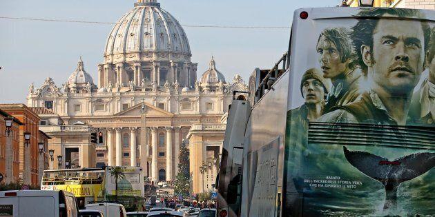 Autobus turistici in via della Conciliazione,