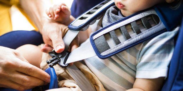 Via libera all'obbligo dei seggiolini anti abbandono: segnaleranno ai genitori la presenza dei bimbi...
