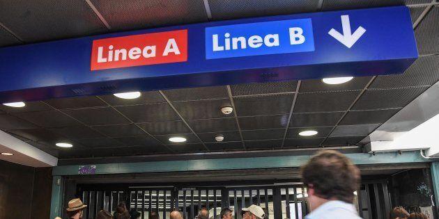 Roma, fumo nei corridoi della stazione Termini: chiusa la fermata della metro