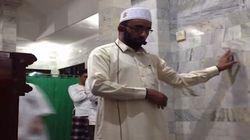 Il potere della fede: il terremoto mette in fuga i fedeli, l'imam continua a guidare la