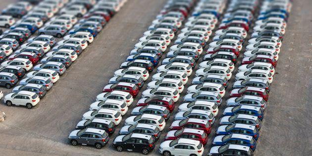 Il Governo cambia l'ecotassa: colpisce solo i veicoli di lusso e i suv. Protestano i produttori di